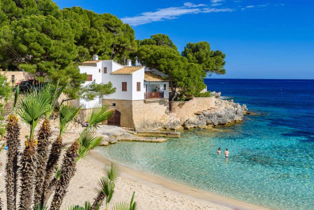 Los extranjeros no residentes en España, los que más viviendas compran en el país