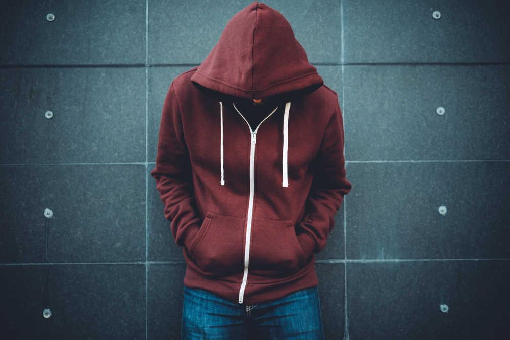 Cómo hacer una intervención para ayudar a alguien que ha caído en las drogas